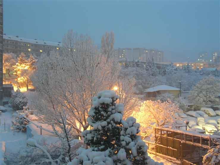 Вид с большой лоджии на запад, ул. Красноармейская однажды зимой))). Справа за высотками в снежном облаке гора Магоби.
